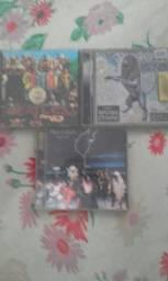 Cds originais Beatles, Rolling Stones e Black Sabbath.