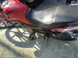 Vendo moto muito nova . chamar no  - 2015
