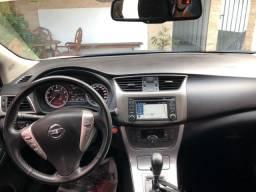 Nissan Sentra SL branco perolizado e teto 14/15 - 2014