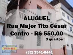Casa com 3 dormitórios para alugar, 82 m² por R$ 550/mês - Centro - Ubá/MG