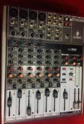 Mesa de som Behringer XENIX 1204USB