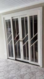 Porta de madeira com vidro e fechadura