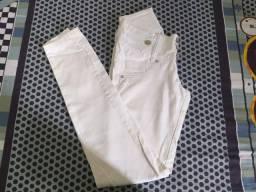 2 calças branca Tm 36 por 50.00