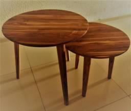 Mesas em madeira maciça