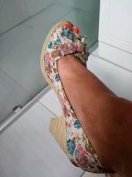 Vendo sandália tamanho 37