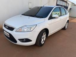 Focus Hatch 1.6 Flex - Completo. Financiamento com Entrada a partir de 10 mil - 2013