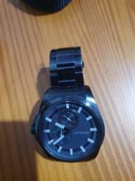 Relógio Akium preto, 180 reais