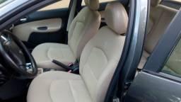 Vendo lindo Peugeot 207 com bancos em couro