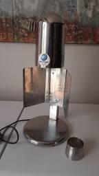 Batedor Titan 1200w de Mesa