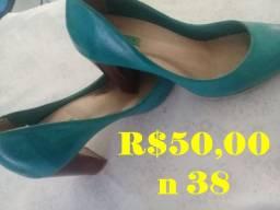 Bolsas e sandálias
