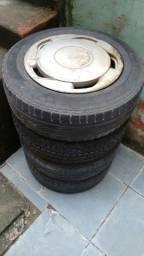 Vendo jogo de rodas de ferro aro 14 com pneus filé 175/70/14 Goodyear