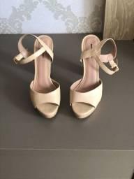 Sandália de salto nude