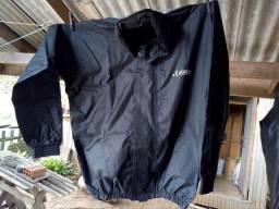 Capacete, roupa de chuva , baú, corrente para moto