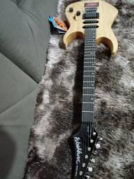 Toco está guitarra com timbre impecável  e está fonte por pedaleira , line m9 ou m5