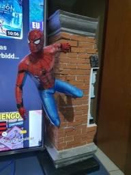 Spider man 3D estátua vendo