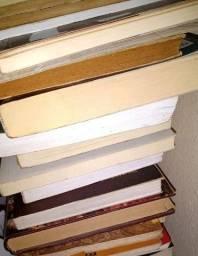 Título do anúncio: Lote 10 livros de literatura para revenda, sebos, coleção ou leitura própria