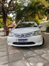Carro Etios Toyota no preço