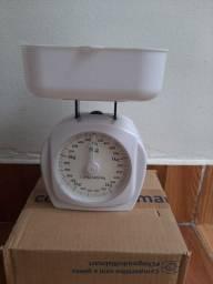 Balança Para cozinha 5Kg Branca Analógica (Pouco usada)