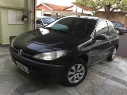 Peugeot 206 C/ Ar condicionado - 2003
