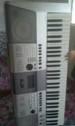 Vendo esse teclado PSR E 413 yamaha
