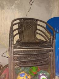 Cadeira com marcas de uso $70