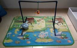 Tapete e suporte tipo mobile infantil
