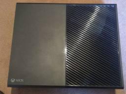 Vendo Xbox One com 4 jogos