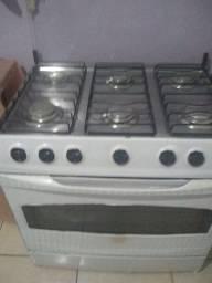 Vendo um fogão funcionando normal