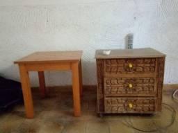 Mesa de cabeceira antiga em madeira maciça