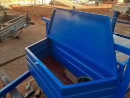 Carreta azul com bau na frente nova
