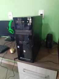Pc com monitor, teclado e mouse
