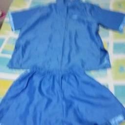 Dê de presente para o seu amor um pijama de seda azul tam. P, R$50,00