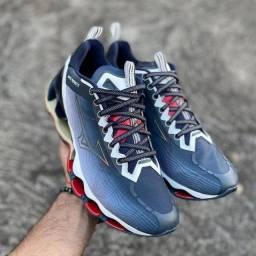 Modelos de tênis e outros calcados primeira linha disponíveis