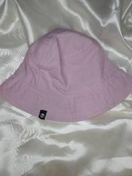 Bucket hat rosa com caveira