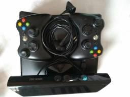 XBOX 360 com Kinect + 2 controles s/fio com baterias e carregadores + 15 jogos originais
