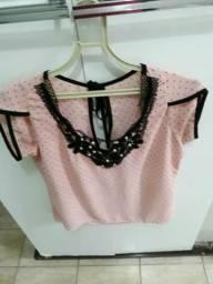 Blusa em tecido leve nas cor rosa com rendas Preta