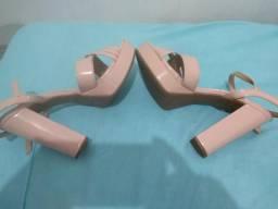 Vendo sandália salto alto usada três vezes