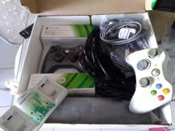 X-BOX 360 com Kinect na caixa