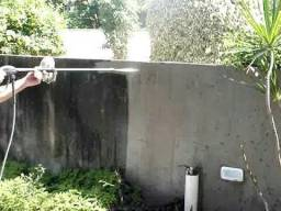 Limpeza de muros e quintais