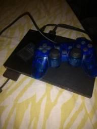 Playstation 2, com um controle, um memory card e vai com varios jogos de brinde!