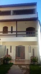 Casa com 04 quartos em Itapuã