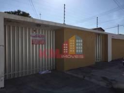 Aluga-se casa com ótima localização no Bairro Abolição I - KM IMÓVEIS