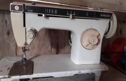 Vendo uma máquina de costura marca singer