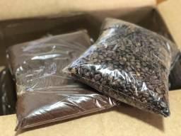 Café moído e em grãos 100% Arábica - 500g cada pacote