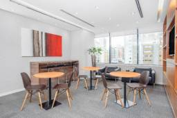 Espaço de trabalho flexível com secretária dedicada em Regus Renaissance Work Center