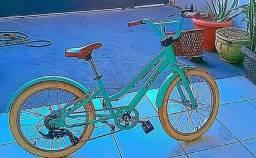 Bicicleta retro nova com marcha