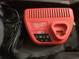 Carregador de Bateria Milwaukee M12 48-2559