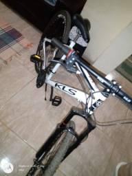 Bicicleta KLS aro 29 com suspensão dianteira freio a disco pedal alumínio