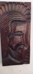 Escultura artesanal de madeira