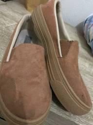 Vendo calçados usado uma única vez.Os dois pares por 100.00 reais avista ou em conta